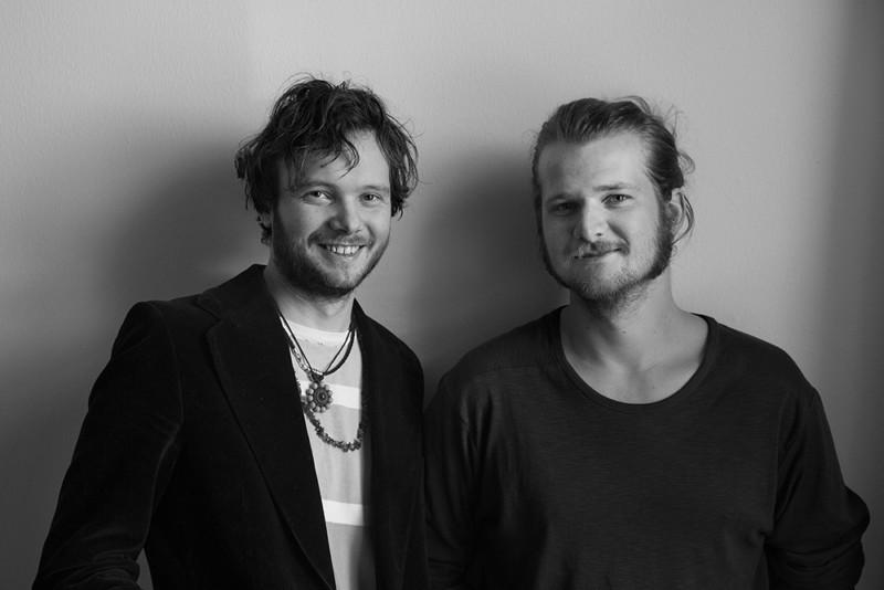 Samuel Olsson och Gustav Orrefors från filmproduktionsbolaget JAQ Studios erbjuder tjänster inom film och digital media