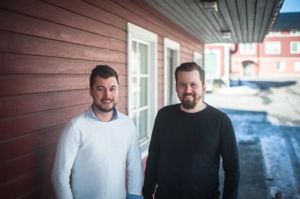 Magnus Jonsson (tv), ny delägare i Thnx Innovation, här tillsammans med Richard Lindberg (th), VD och grundare.